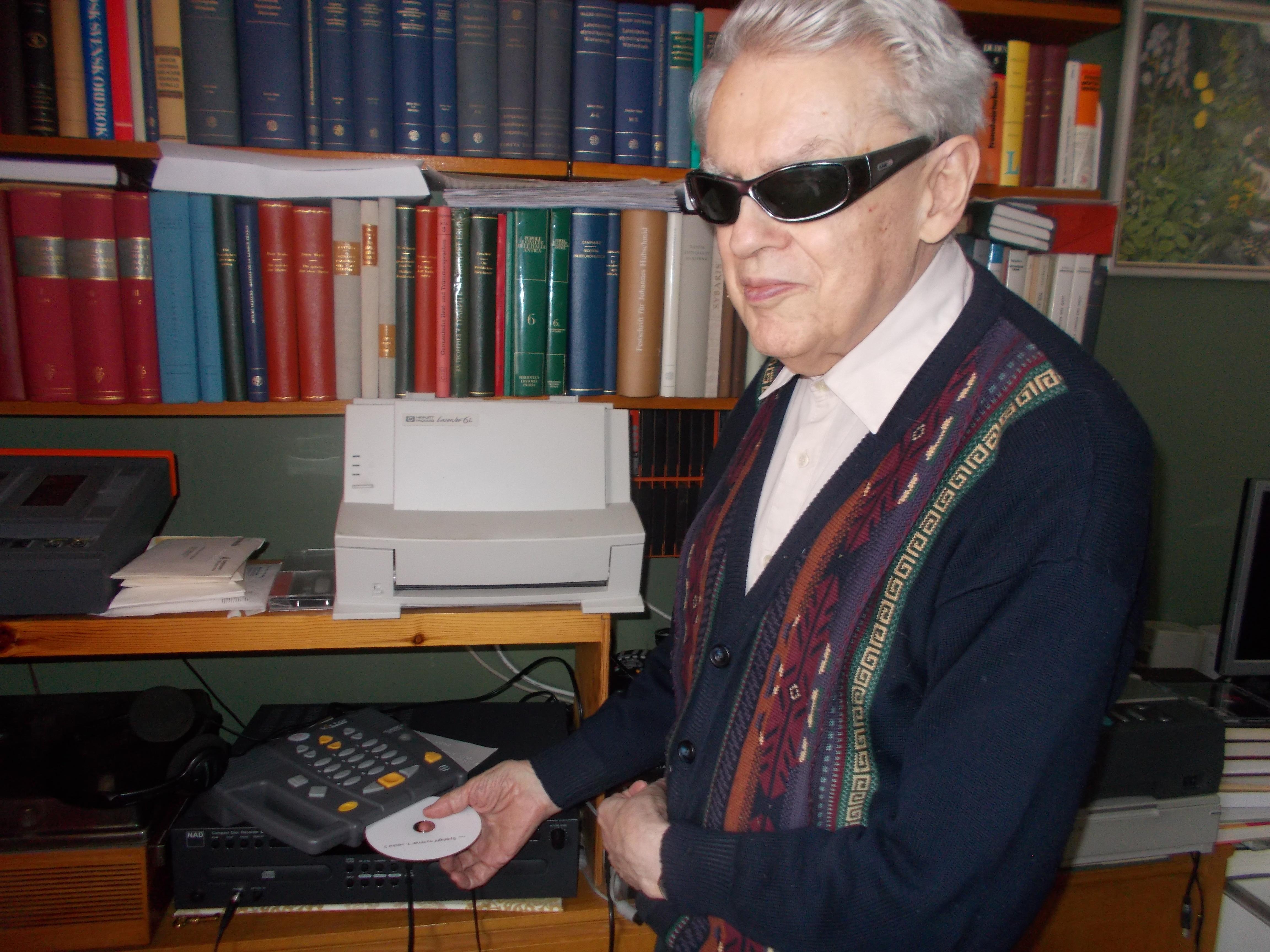 Matts för in Spotligt på cd i sin daisyspelare