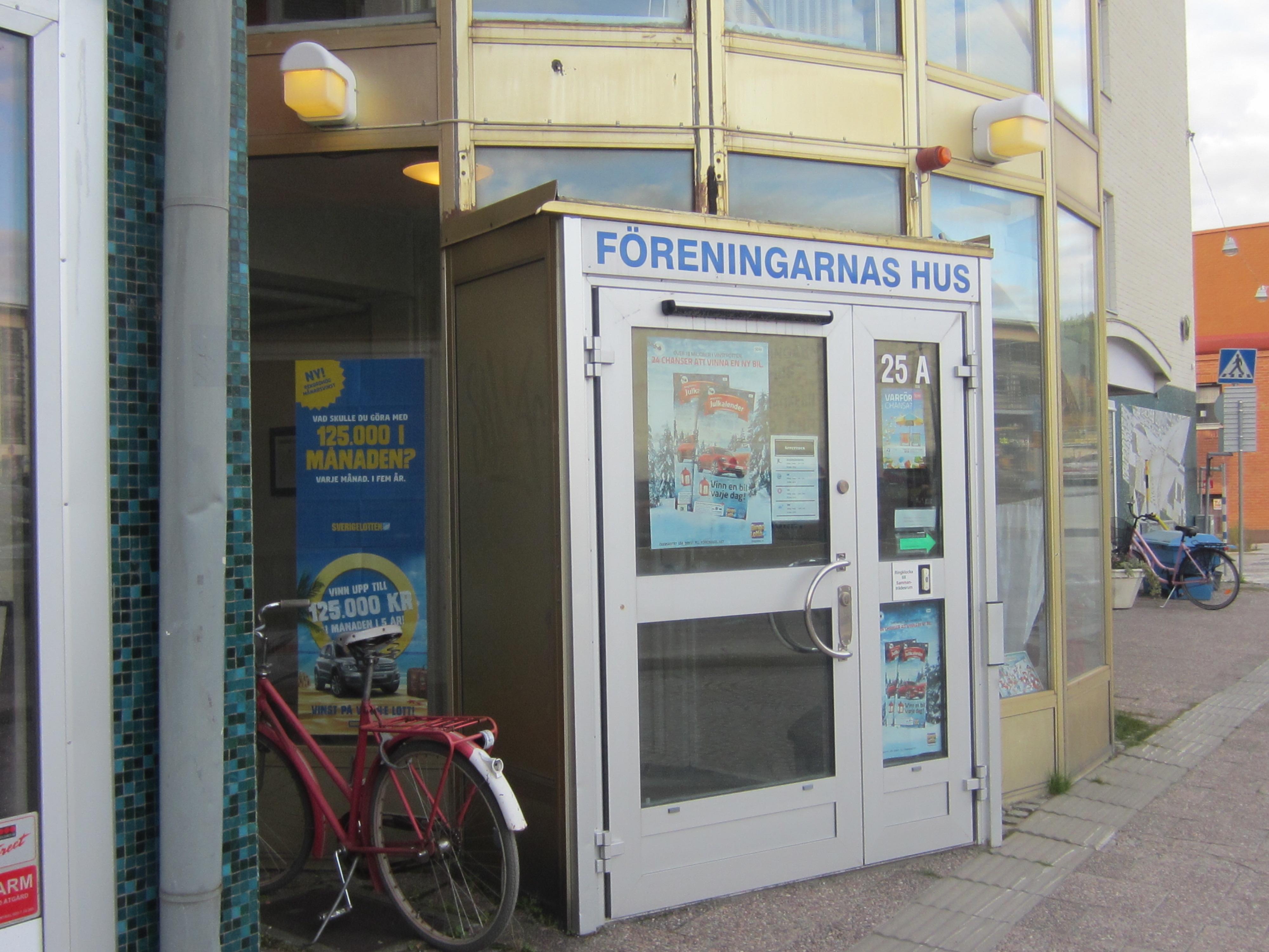 Entrén vid Föreningarnas Hus i Övik där SRF Övik har sina lokaler