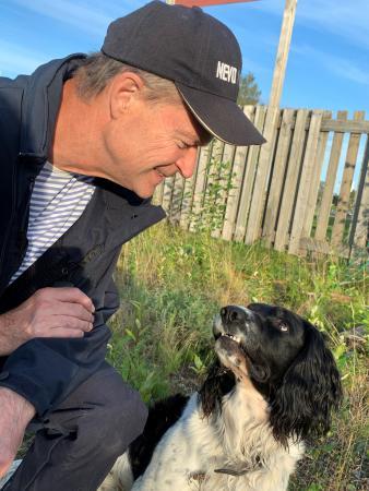 Zigge tillsammans med sin hundförare